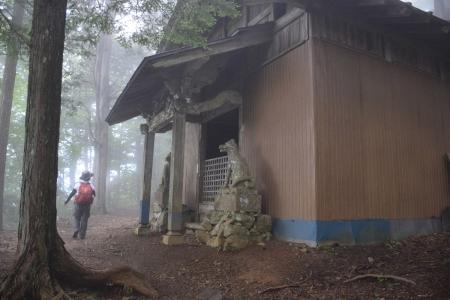 25-1両神神社