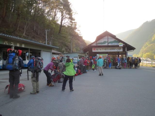 5月3日 仙流荘バス行列