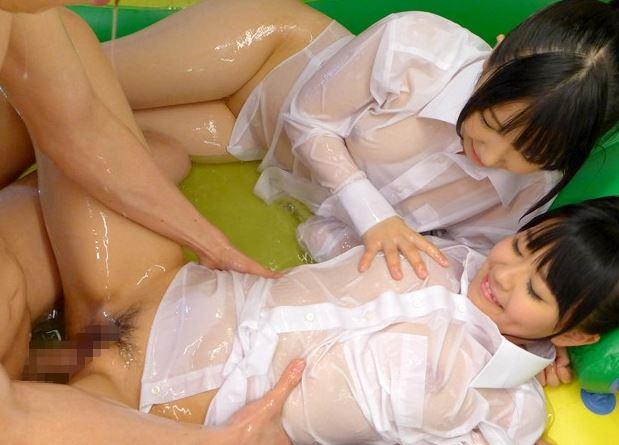 ロリビッチな美少女2人のローションプレイや生足コキにフル勃起の脚フェチDVD画像4