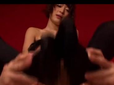 モデル級の長身でスレンダー美脚でニーハイストッキング足コキの脚フェチDVD画像2