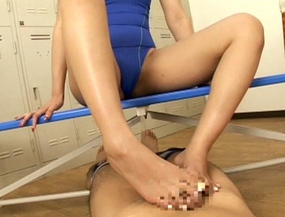 むっちり美脚のエロ女教師が生徒に素足やパンストで足コキ攻めの脚フェチDVD画像2