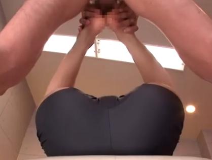 ビッチで可愛い女教師が体育館でこっそり生徒と足コキプレイの脚フェチDVD画像5