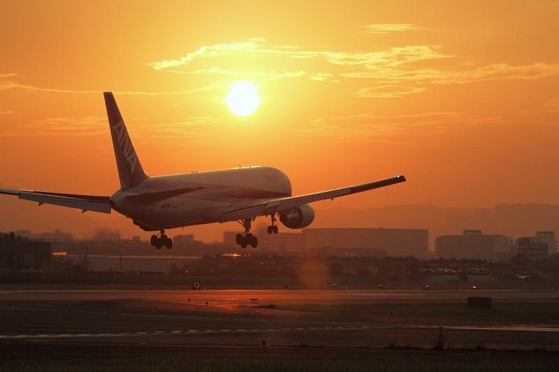滋賀の住人」 夕焼けの「伊丹空港」