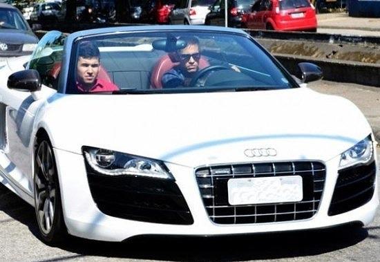 Neymar-de-Silva-Audi-R8-02.jpg