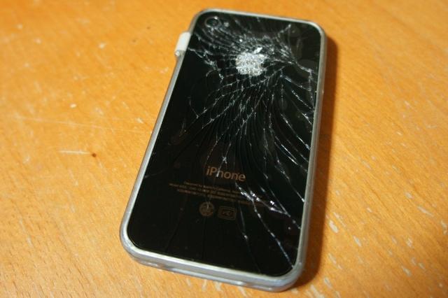 iphone4_crash_backpanel_06.jpg