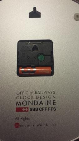 MONDAINEA990 16SBB裏面です。裏面もシルバーで文言が入っており美しいデザイン時計です。