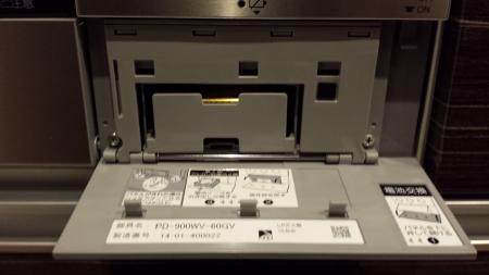 パロマ新型ビルトイン「crea(クレア)」PD-900WV-60GV電池交換方法全面パネルを外します。