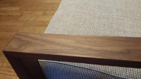カリモクのソファの手摺部分に蜜蝋ワックスを塗ろうと思います。