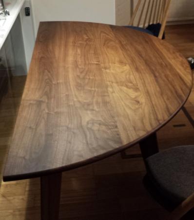 ダイニングテーブルにも蜜蝋ワックスを…深みが増しました