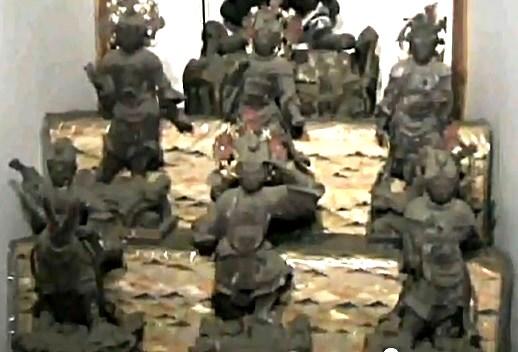 常念寺・菩薩形立像の脇に祀られる十二神将像
