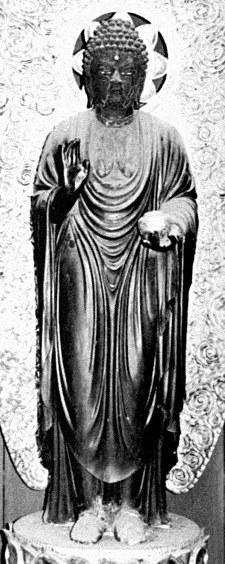 修理前の黒漆塗りされた春光寺・薬師像