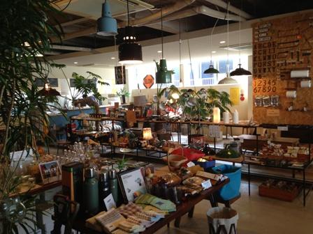 オシャレ雑貨に囲まれてジェラートと珈琲を楽しむ -BOTANICA-