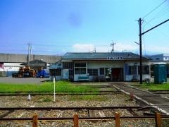 駅舎・構内側より