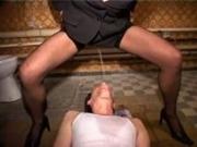 面会した囚人に聖水を飲ませるミニスカスーツ弁護士(xHamster)