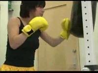 女性ボクサーに殴られ失神KOグローブコキ抜き!