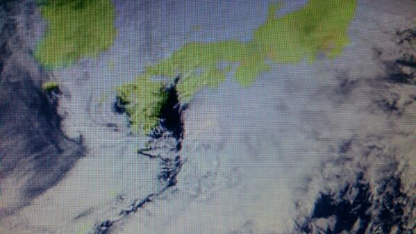 【地震雲】 前日の伊予灘震源地付近に「不自然な空白域と波状雲」