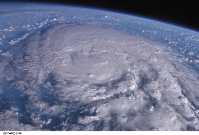「過去最強級」と騒いだが…予想下回った台風。  「どこが50年に一度の台風だ!」