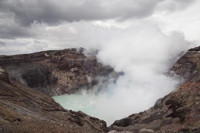 阿蘇山で小規模噴火、噴煙は約700メートル…噴火警戒レベルを下げた途端に