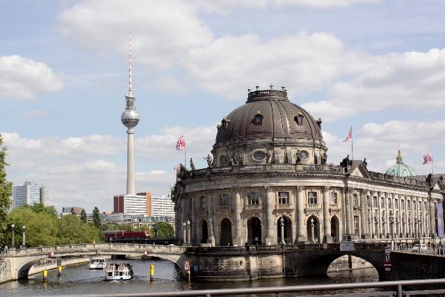 ドイツ、ベルリンでエボラ出血熱...感染の疑いでアフリカ出身女性が救急搬送