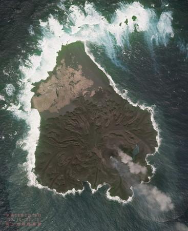 西之島が東京ドームの約6倍に拡大