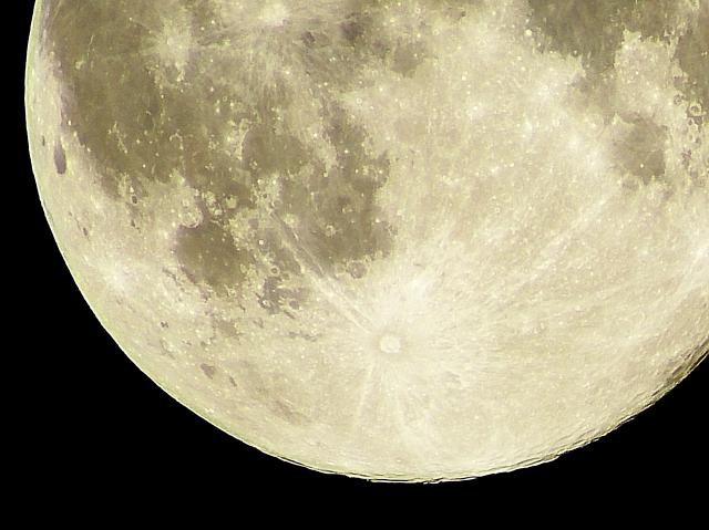NASA「月に存在している水は案外豊富だったわ...」将来は人類が長期滞在出来るかも