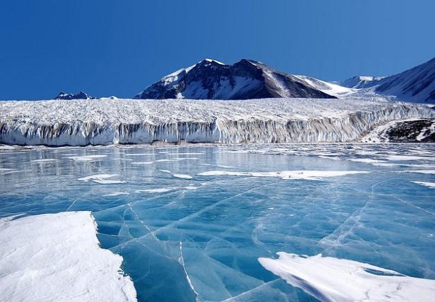 【南極】 巨大氷山が外洋に流出 マンハッタンの6倍級