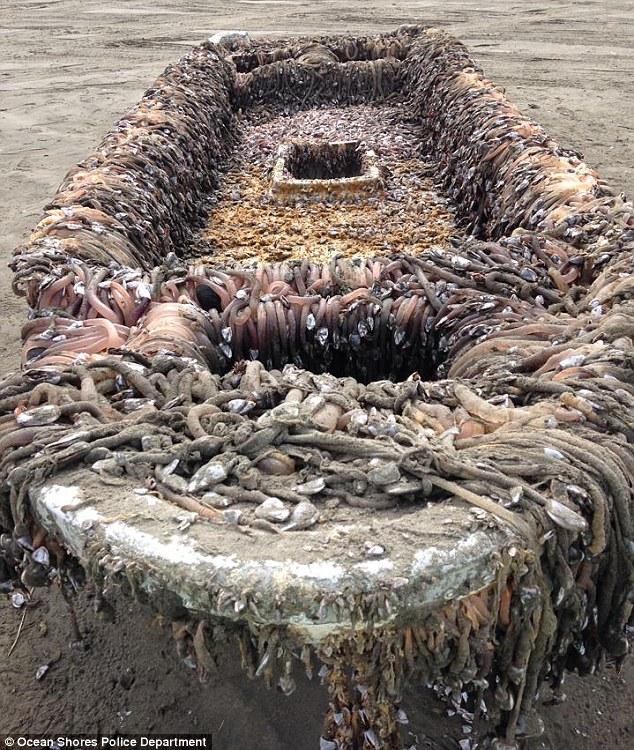 【閲覧注意】 東日本大震災の津波で流された船、6500km離れたアメリカで発見 現地住民「幽霊船だ」