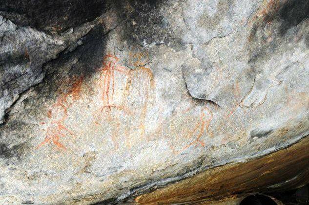 インドで宇宙人やUFOを描いた1万年前の洞窟壁画が見つかる