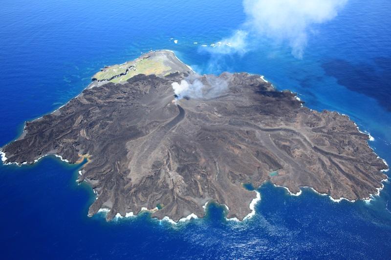 西之島溶岩、東京ドーム18杯分…標高74メートル!溶岩噴出による拡大続く