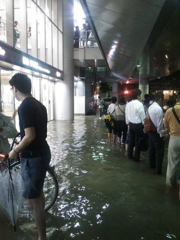 東京と大阪で大雨…豪雨で浸水