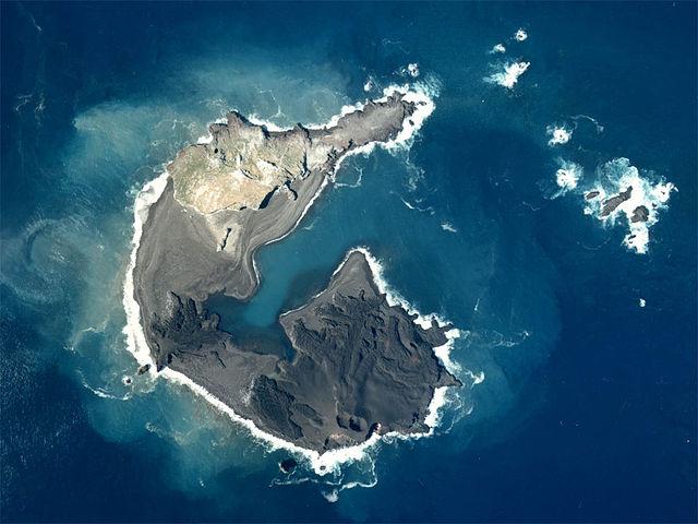小笠原諸島、西之島の面積75倍に成長 今もなお広がる