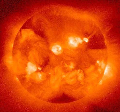 【黒点】太陽でかつてない異変が起きている…多数のUFOが大集結「宇宙規模の異常気象が発生」