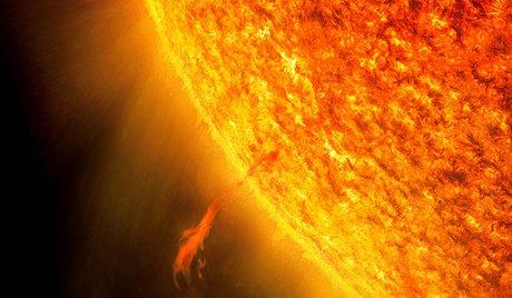 本日13日の金曜日、そして満月!  Xクラスの太陽フレアが人間の健康を脅かす・・・