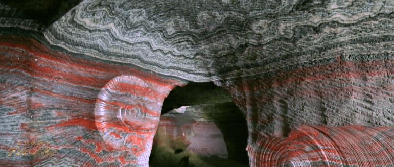 【絶景】7色に輝く洞窟5